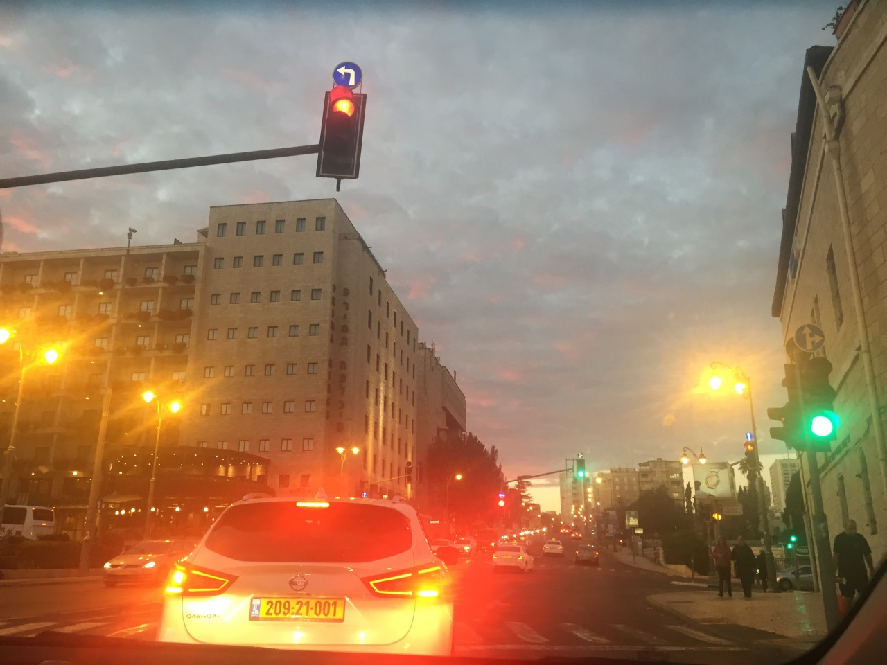 Jerusalem-sunset-traffic